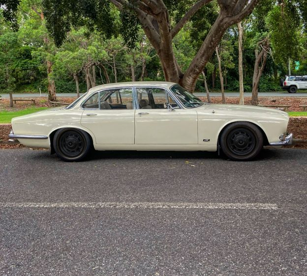 Jaguar XJ6 Series One With Black Steelies